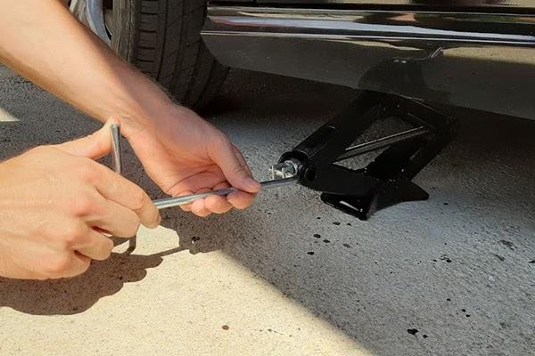 Scissor Car Jack - How to use